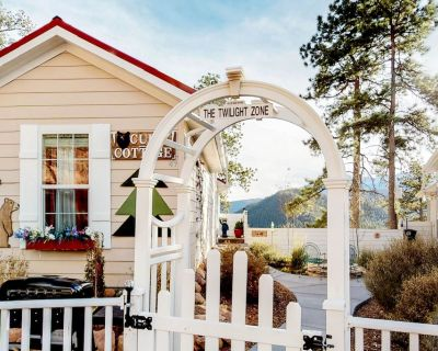 Tiny home cottage w/ mountain view, kitchen & firepit - dogs OK! - Woodland Park