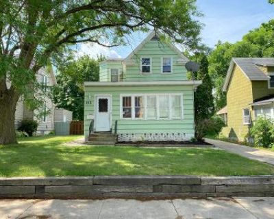 4 Bed 1 Bath Foreclosure Property in Austin, MN 55912 - 2nd Ave NE