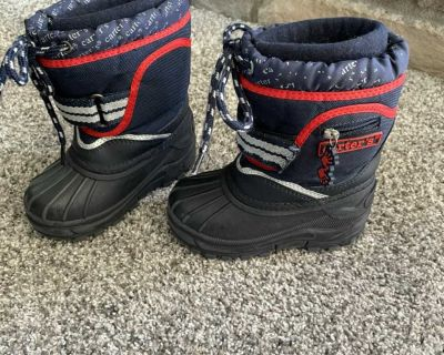 Carter s toddler snow boots size 6
