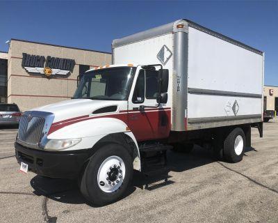 2005 INTERNATIONAL DURASTAR 4300 Box Trucks, Cargo Vans Medium Duty