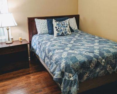Private room with shared bathroom - Virginia Beach , VA 23464