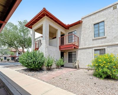 Casual, Single-Level Home w/ Free WiFi, Shared Pool, & Tennis in a 55+ Community - Apache Junction