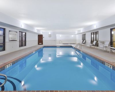 Equipped Suite near the University of Missouri | Fitness Center + Free Daily Breakfast - Columbia