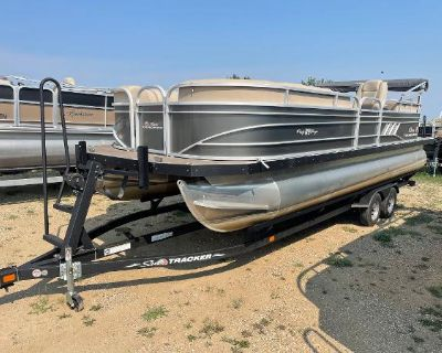 2020 Sun Tracker Party Barge 24 DLX