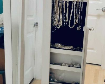 White floor standing mirror with hidden jewelry case(jewelries not included$50