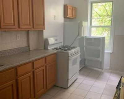 ID #: 1381103, Three Bedroom Railroad Apartment for Rent in Glendale
