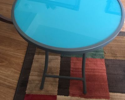 Small sturdy foldable table