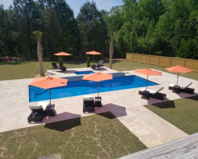 Oasis at The Marquis with Swimming Pool, Jacuzzi, and Fire Pit., Fayetteville, GA
