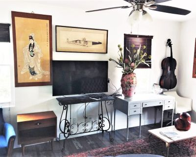 """Downtown Art & Eclectic """"D"""" 2br - Mobile Central Business District"""
