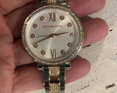GORGEOUS MICHAEL KORS WATCH!!! must see in person .