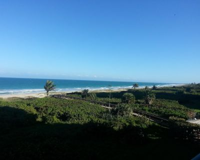 Spectacular beachfront property with stunning views and stylish, modern decor!!! - Fort Pierce Shores