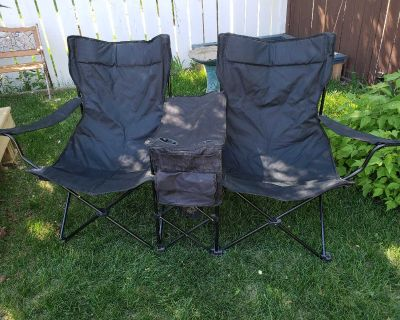 Folding two seater camp/deck chair