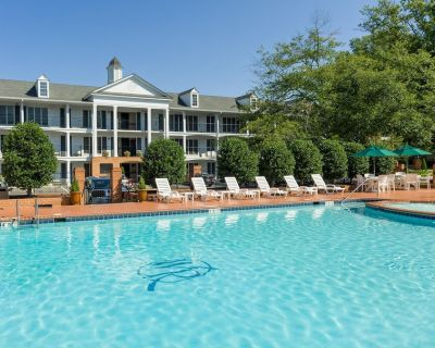 Minutes from Busch Gardens & Water Country USA w/ Resort Pool & Free Parking - Williamsburg