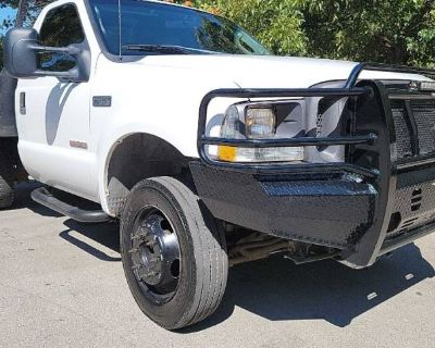 2004 Ford Super Duty F-450 Chassis Cab XL