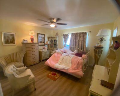 Large yard- Flexible Creative Space in Home Studio., Pasadena, CA 91103 United States, CA