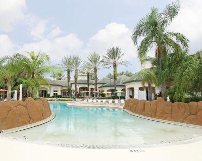 Luxury Lakeside Ground Floor 2 Double Bedroom Condo near Disney/everything. - Four Corners