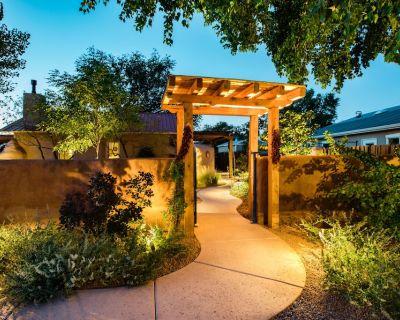 Casa La Huerta - The Orchard House - Historic Adobe Home - Los Griegos