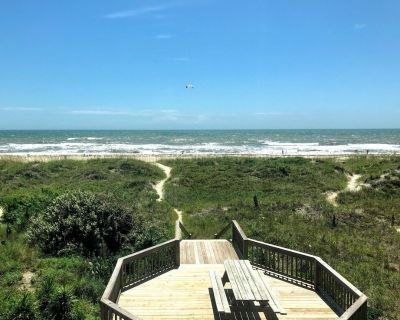 Oceanfront with 8 Beds! (1 King, 5 Queens, 2 Twins) - Atlantic Beach