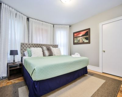 The Retreat W/Grill mins from downtown/Beach Free parking Walk to Train - Upham's Corner