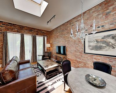 Newly Remodeled! Chic Downtown Apartment -- 2 Blocks to Pack Square - Downtown Asheville