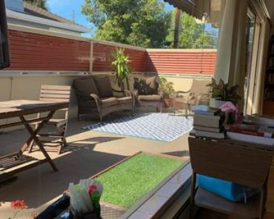 Room Available in Beautiful, Sunny 2BD/1BA in Downtown Palo Alto