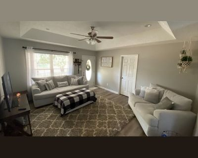 Room for rent in Helms Drive, Lowell - ROOMMATE WANTED! Females only! Great neighborhood, close to I-85 and shopping/dining!
