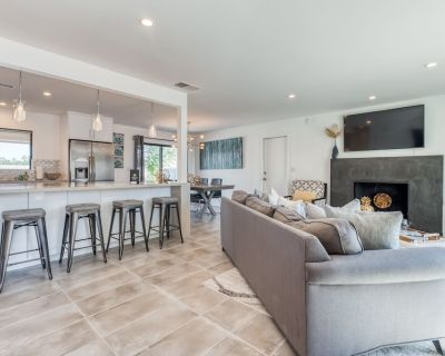 Bright Home With Private Pool & Spa, Fire Table, Mountain Views - dog Friendly! - Palm Springs