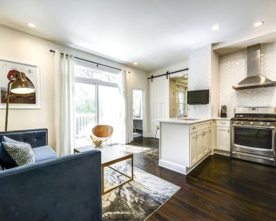 Light-filled Cottage in the Middle of it All!! - Buckhead Village