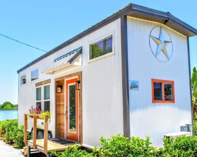 The Swan - Luxury Tiny Home Perfect for a Lakeside Getaway! - Northwest Orlando