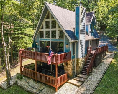 Lakefront Home w/Dock Slip, Hot Tub, Fire Pit, & Foosball Table! - Swanton