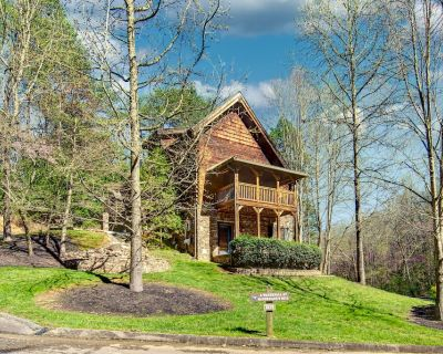 McCormack's Mill: Custom Cabin with Hot Tub, Resort Pool, Arcade Games, and 2 Mi - Pigeon Forge