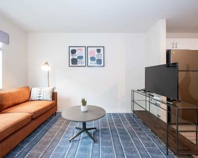 Viagem 1BR with Gym and Parking Long Stays Welcome - Charlotte