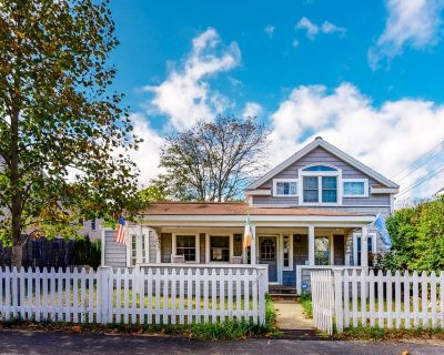Two-story house near the ocean & downtown w/gas grill, wet bar, & patio - Hyannis