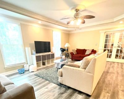 Private room with shared bathroom - Roswell , GA 30075