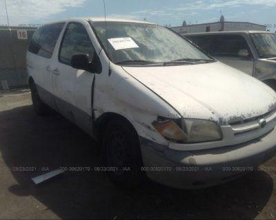 Salvage White 1999 Toyota Sienna