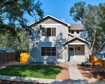 Almost new 5 bedroom 4 bath Craftsman Style home on quiet street near downtown - Central Colorado Springs