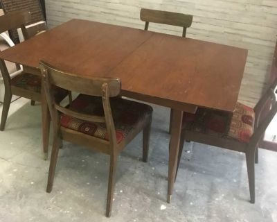 Rare Mid Century Ding Table and 4 chairs