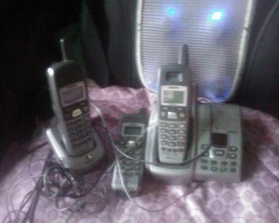 3 Phones, 2 Seats 10031