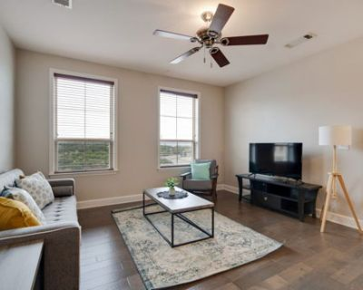Newly Renovated 2-Bedroom Suite + Pool + Gym