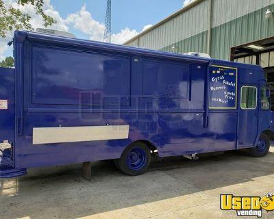 New 18' Step Van Kitchen Food Truck / Customizable Mobile Kitchen