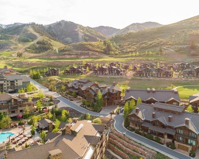 New to Market! Spectacular Frostwood Lodge Townhome, Walk to Lift, Pool, Hot Tub, Fitness - Park City