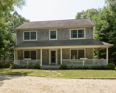 Beautiful three bedroom, two and one half bath, shingled beach house. - Northwest Harbor