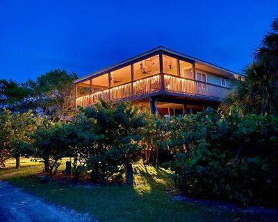 Pelican Place Beach House, Little Gasparilla Island, FL Gulf Coast, Pet Friendly - Placida