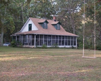 Riverfront - Rustic Cottage - 3+ acres - Wide Private Beach - Topping