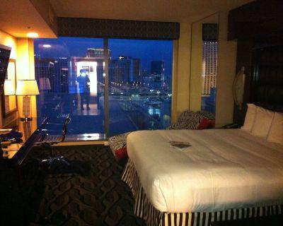 Luxurious 2 Bedroom Suite On The Strip - Las Vegas Strip