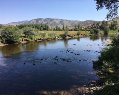 El Rancho Pequeno, family-friendly premier fly fishing in Wyoming. - Albany County