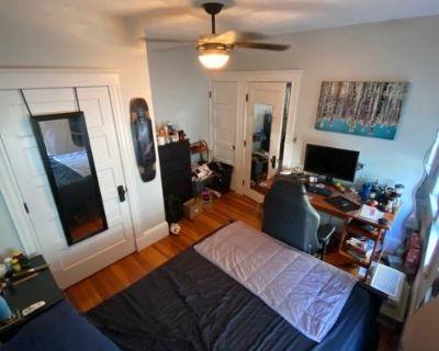 19 Warner Davis Square, MA 4 Bedroom Condo Rental