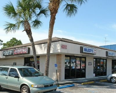 1,000 SF of Retail Space Available in Tampa, FL