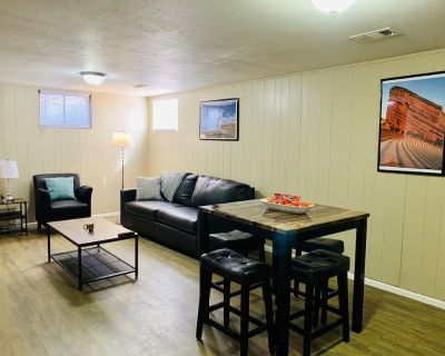 Lower unit in Denver w/ new kitchen & 2 king beds - Welby
