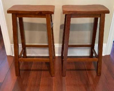 """Like New Set of Two Wood 24"""" Counter Height Bar Stools"""
